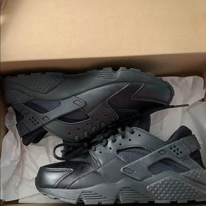Women's Nike Air Huarache Run size 8